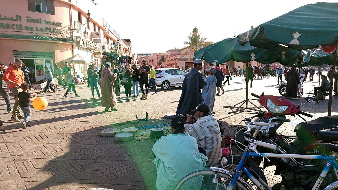 モロッコ・マラケシュでジャマ・エル・フナ広場辺りを楽しむ4