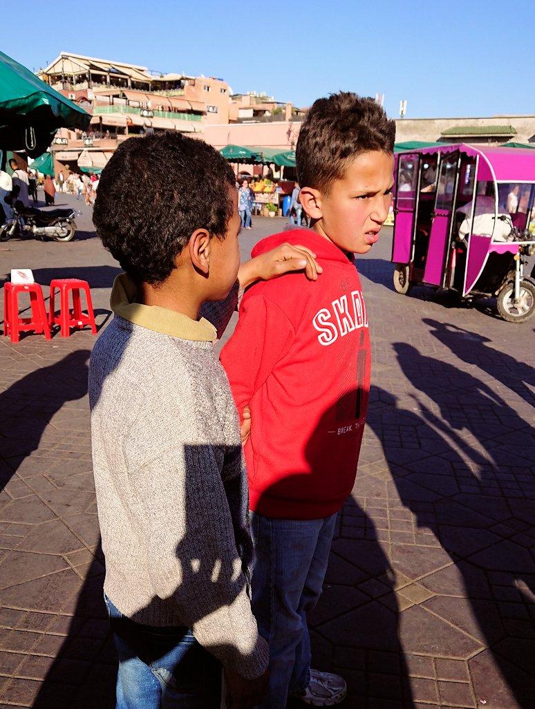 モロッコ・マラケシュでジャマ・エル・フナ広場辺りを楽しむ7
