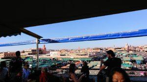 モロッコ・マラケシュでジャマ・エル・フナ広場のカフェで休憩2