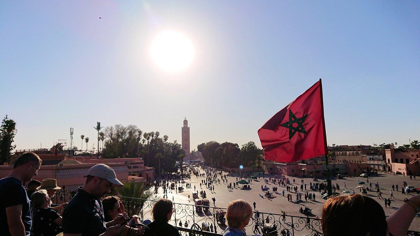 モロッコ・マラケシュでジャマ・エル・フナ広場のカフェで休憩3