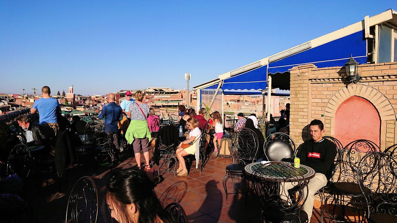モロッコ・マラケシュでジャマ・エル・フナ広場のカフェを満喫2