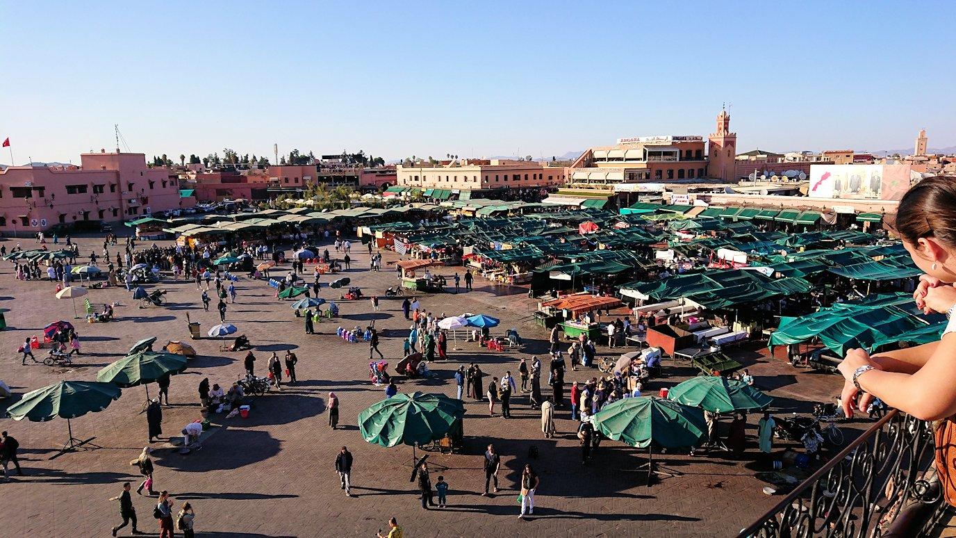 モロッコ・マラケシュでジャマ・エル・フナ広場のカフェを満喫3