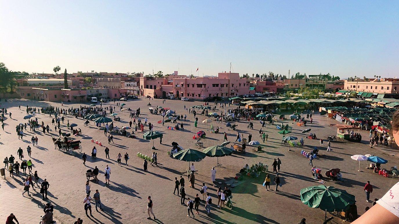 モロッコ・マラケシュでジャマ・エル・フナ広場のカフェを満喫7