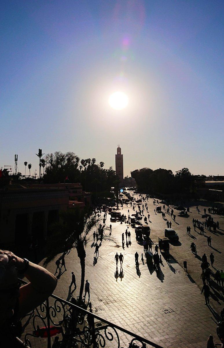 モロッコ・マラケシュでジャマ・エル・フナ広場のカフェを満喫8