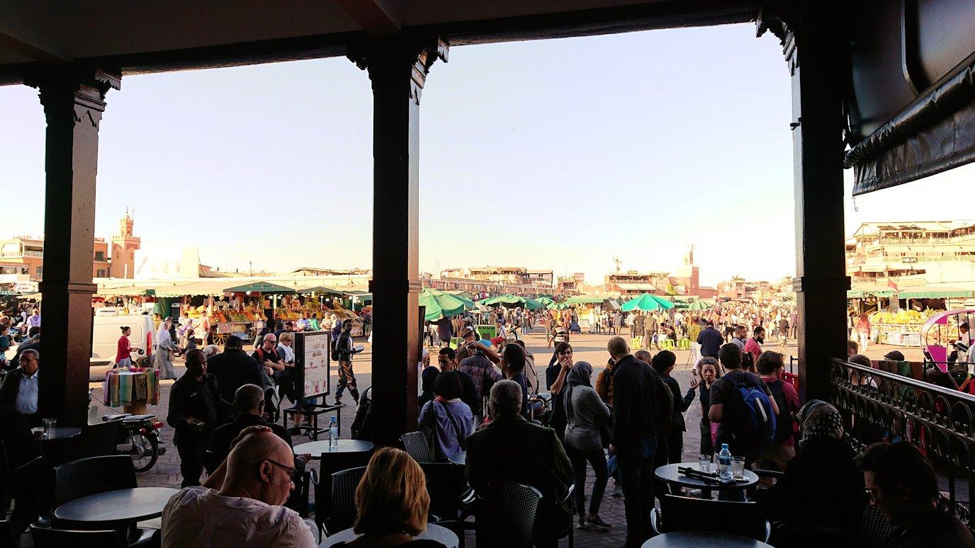モロッコ・マラケシュでジャマ・エル・フナ広場のカフェを満喫9