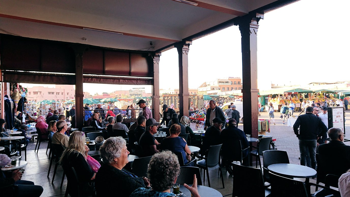 モロッコ・マラケシュでジャマ・エル・フナ広場を散策し見かけた景色