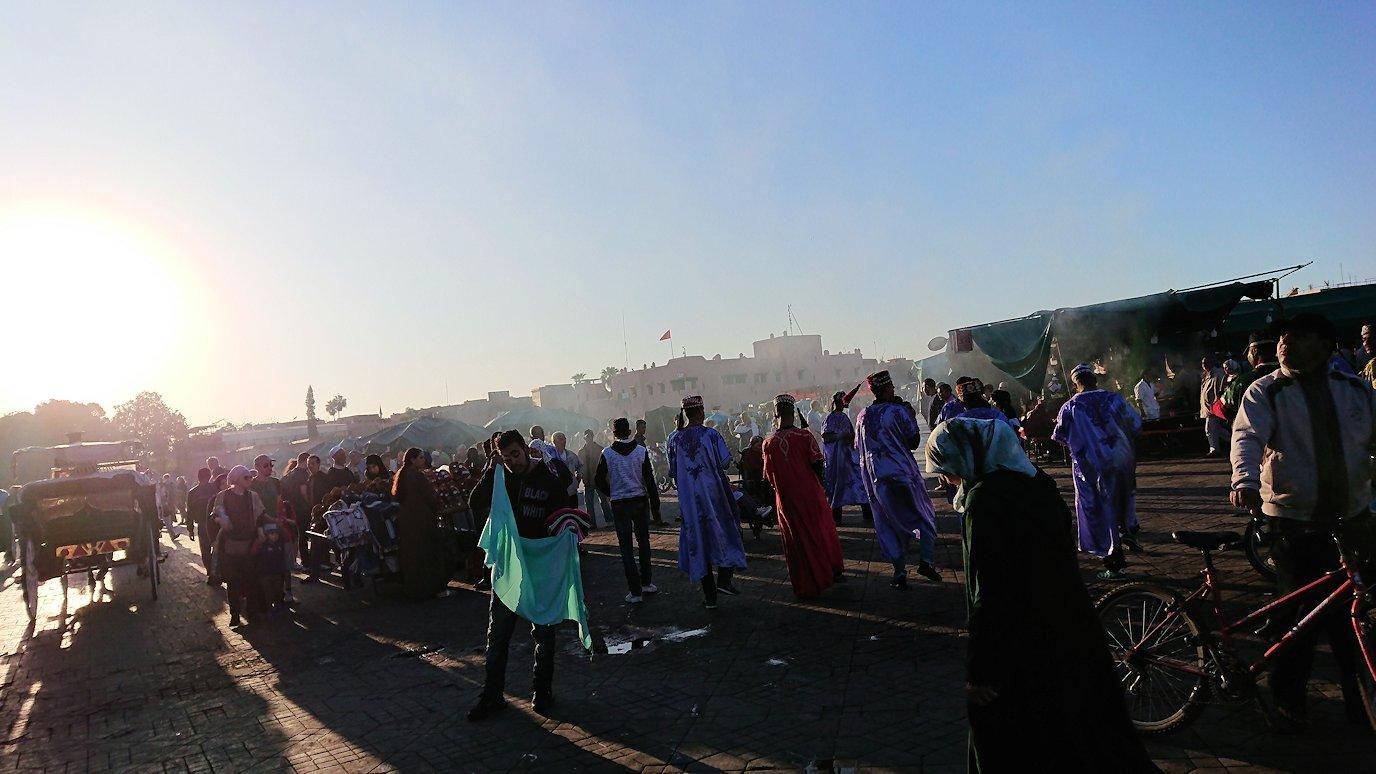 モロッコ・マラケシュでジャマ・エル・フナ広場でぐるぐると散歩3