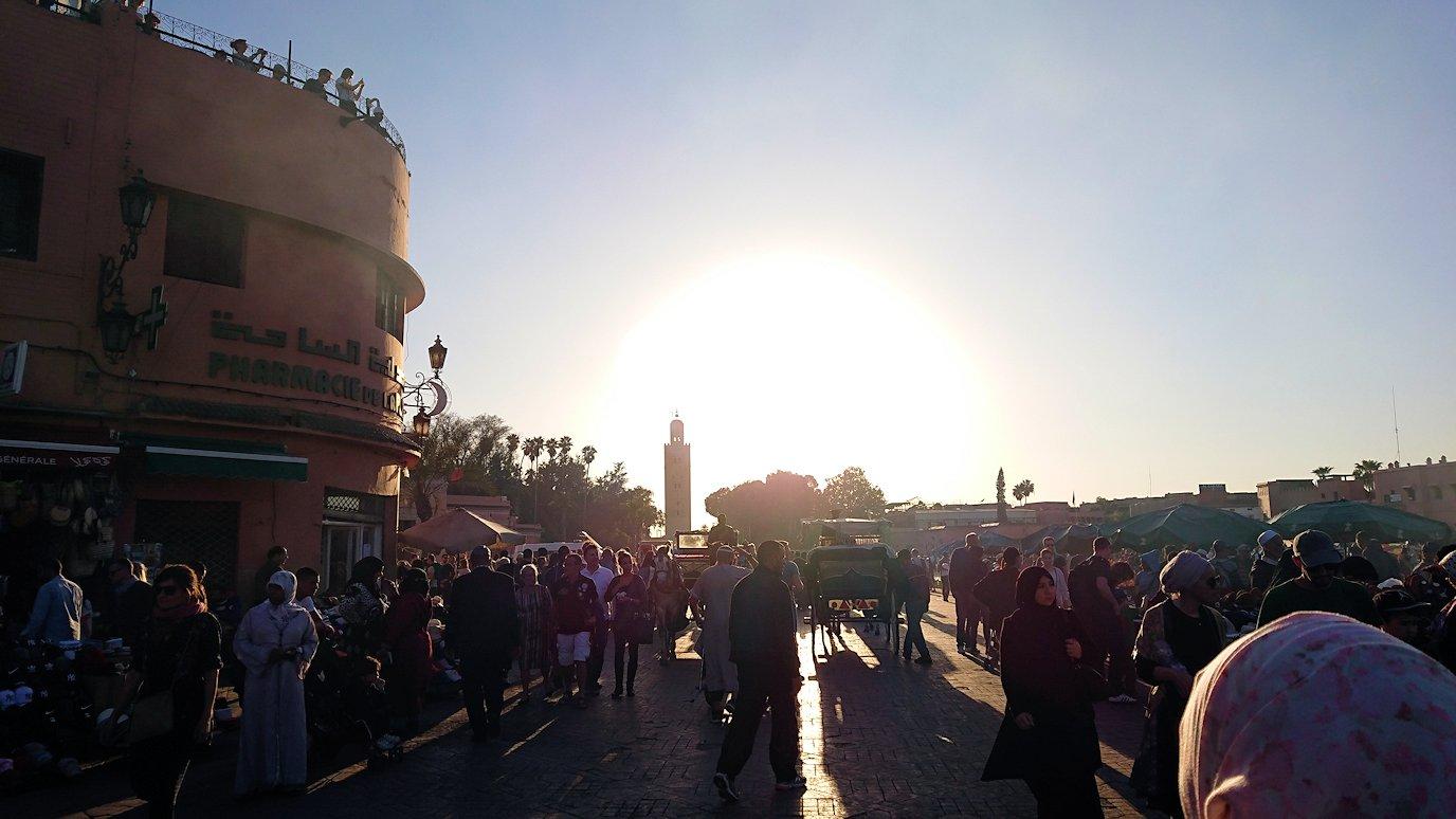 モロッコ・マラケシュでジャマ・エル・フナ広場でぐるぐると散歩4