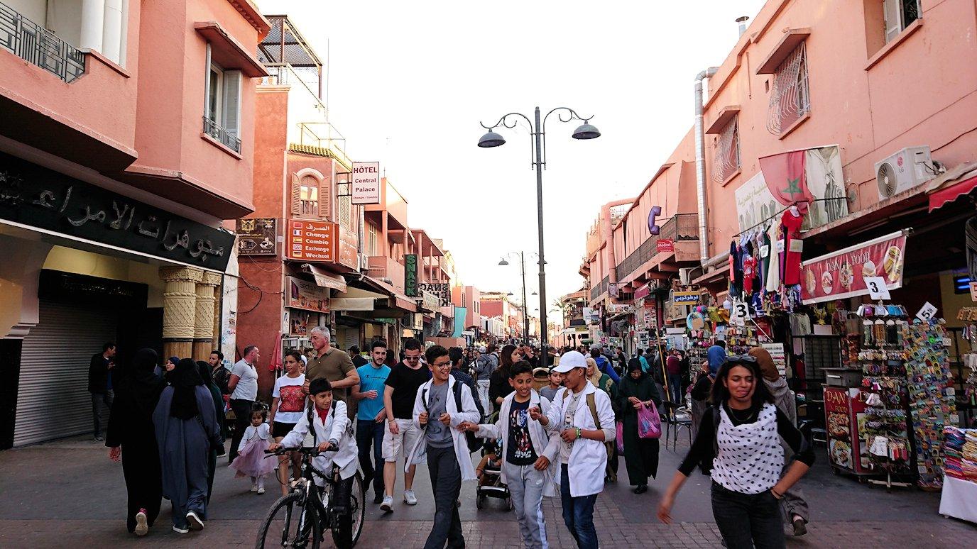 モロッコ・マラケシュでジャマ・エル・フナ広場でぐるぐると散歩5