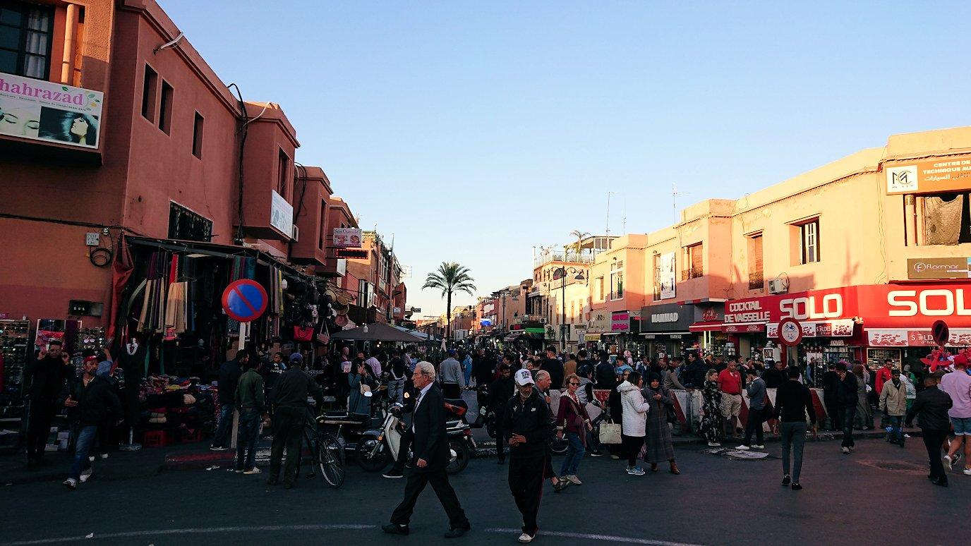 モロッコ・マラケシュでジャマ・エル・フナ広場でぐるぐると散歩7