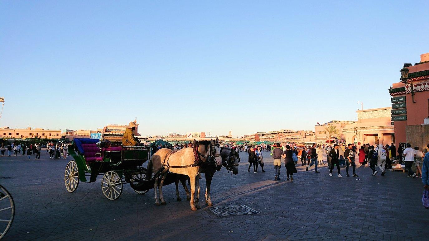モロッコ・マラケシュでジャマ・エル・フナ広場でぐるぐると散歩9