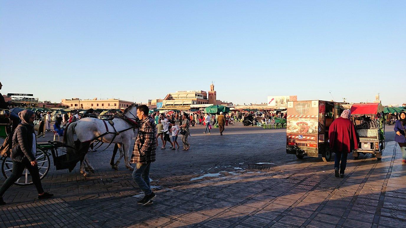 モロッコ・マラケシュでジャマ・エル・フナ広場でブラたもり?!2