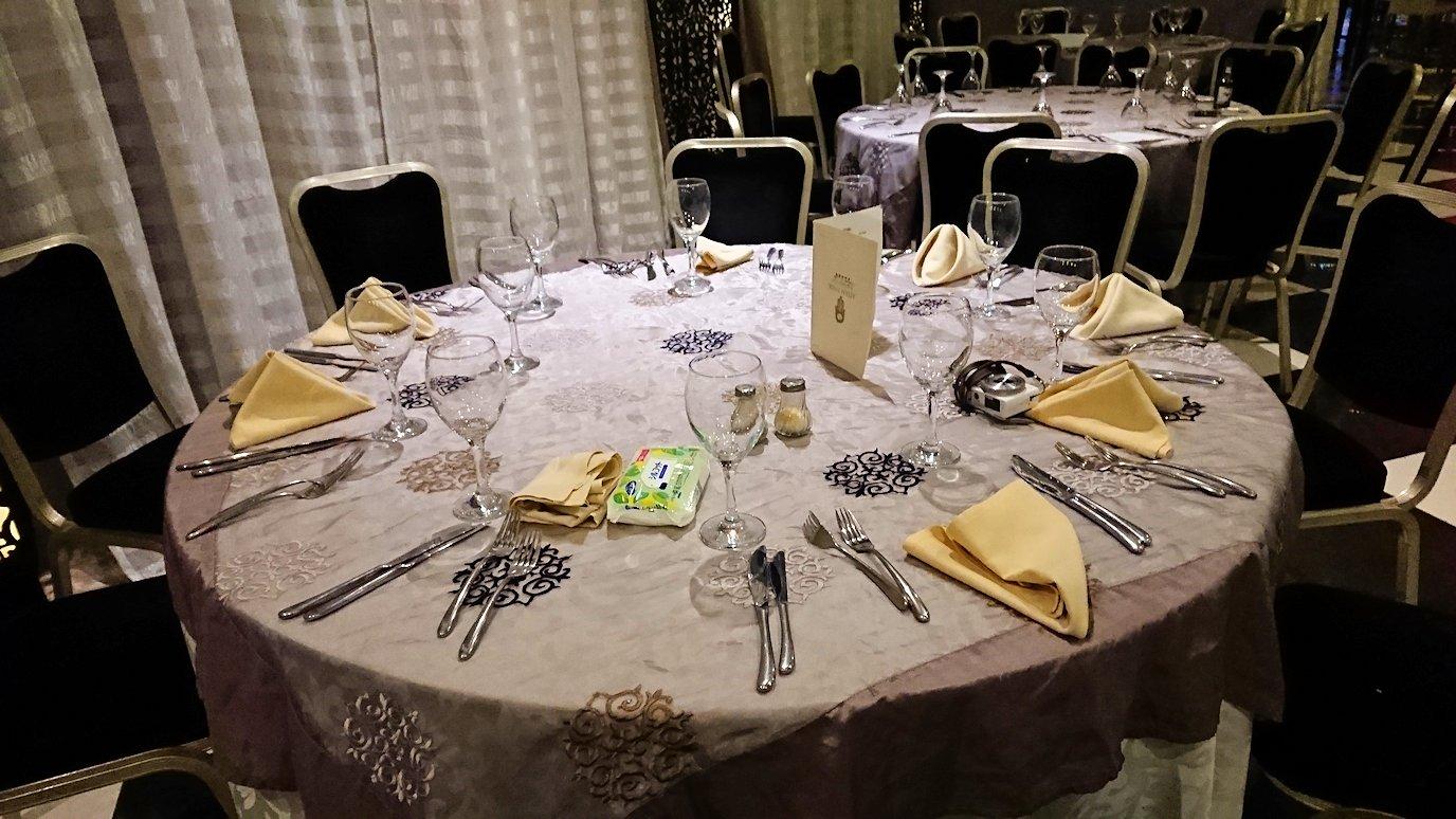 モロッコ・マラケシュでジャマ・エル・フナ広場からホテルに戻り夕食を