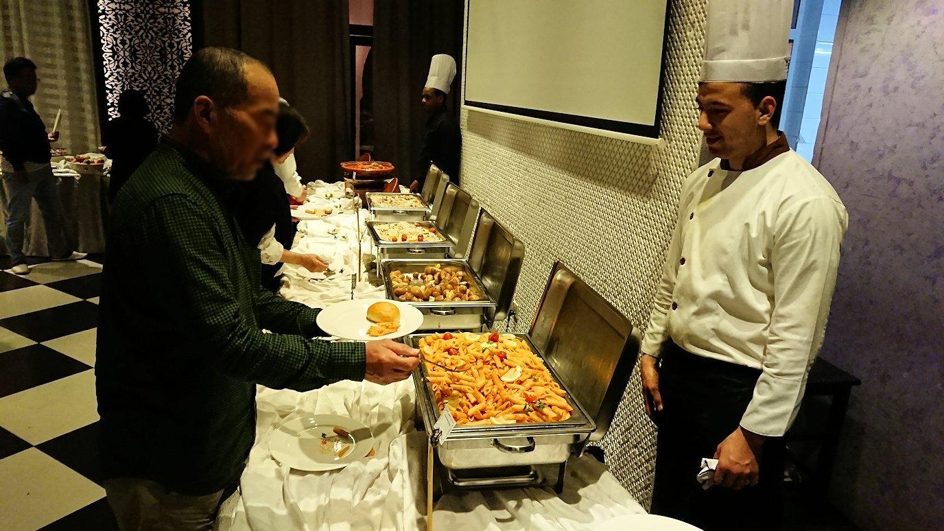 モロッコ・マラケシュでジャマ・エル・フナ広場からホテルに戻り夕食を3