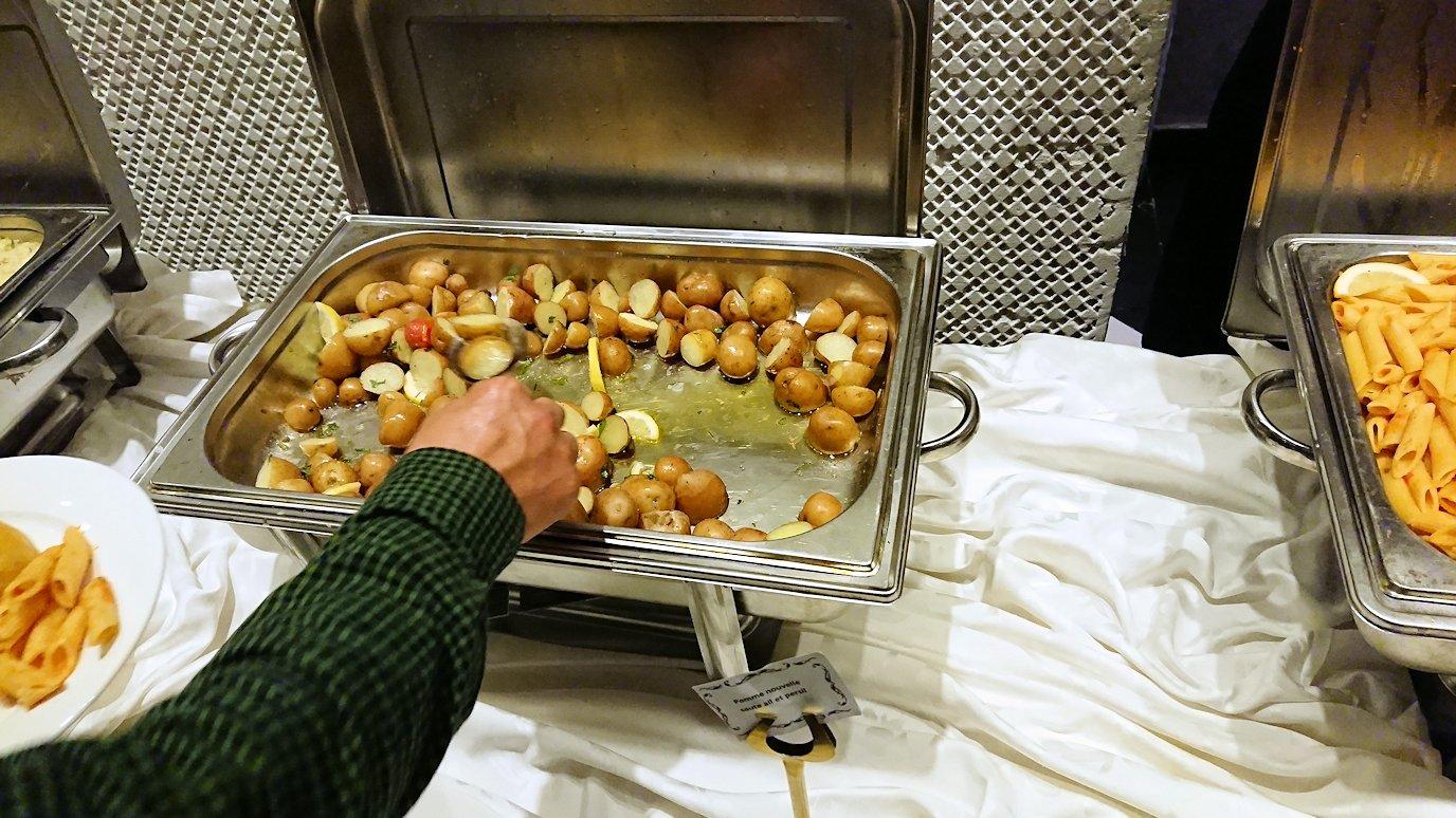 モロッコ・マラケシュでジャマ・エル・フナ広場からホテルに戻り夕食を4
