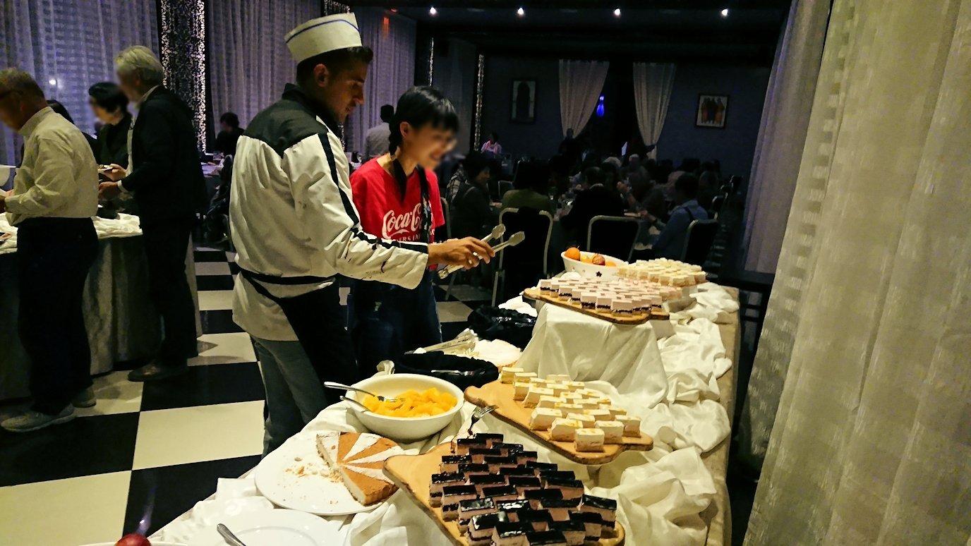モロッコ・マラケシュでジャマ・エル・フナ広場からホテルに戻り夕食を8