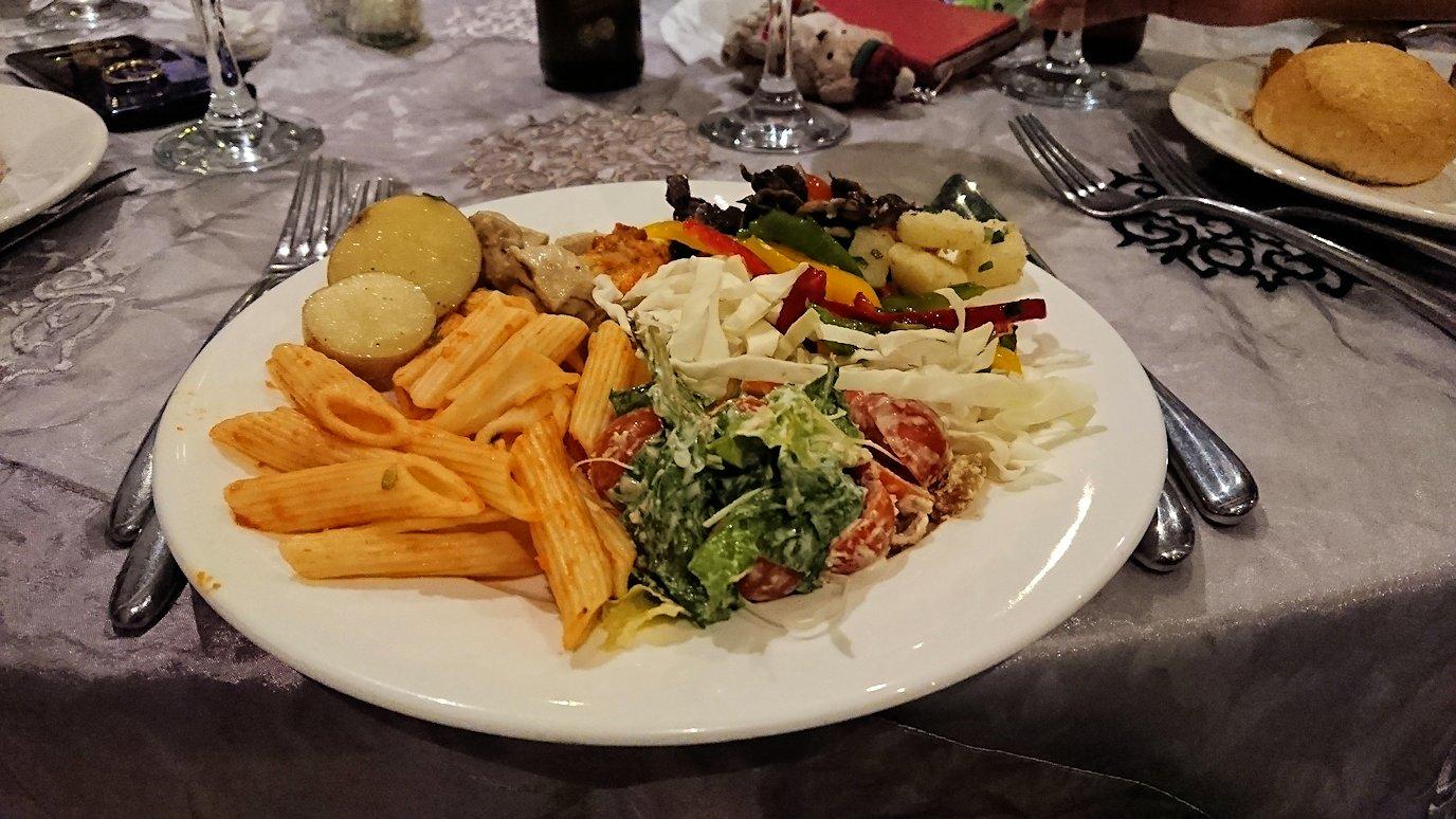 モロッコ・マラケシュでジャマ・エル・フナ広場からホテルに戻り夕食を9