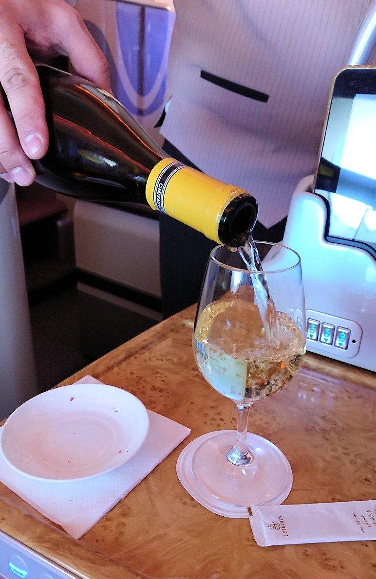 モロッコのカサブランカ空港でA380-800のビジネスクラスに搭乗しドバイへ向かう機内で食べた食事について5