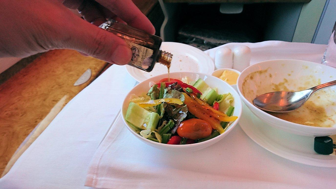 モロッコのカサブランカ空港でA380-800のビジネスクラスに搭乗しドバイへ向かう機内で食べた食事について7