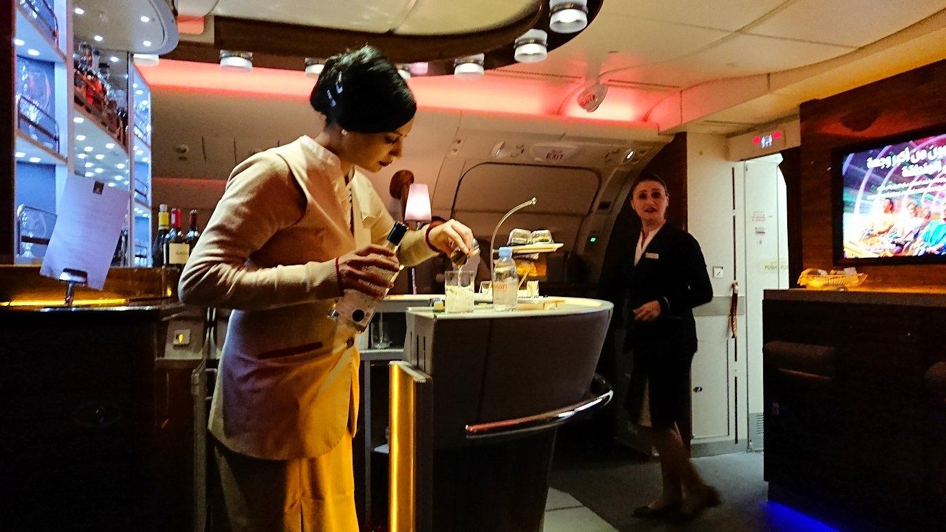 モロッコのカサブランカ空港でA380-800のビジネスクラスに搭乗しドバイへ向かうビジネスクラスの機内を楽しむ5