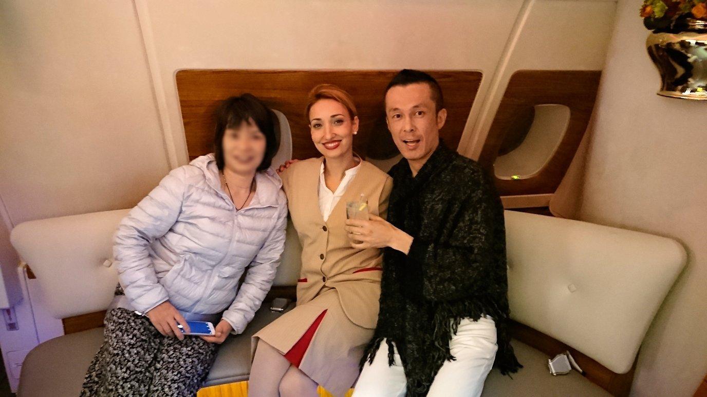 モロッコのカサブランカ空港でA380-800のビジネスクラスに搭乗しドバイへ向かうビジネスクラスの機内を楽しむ6