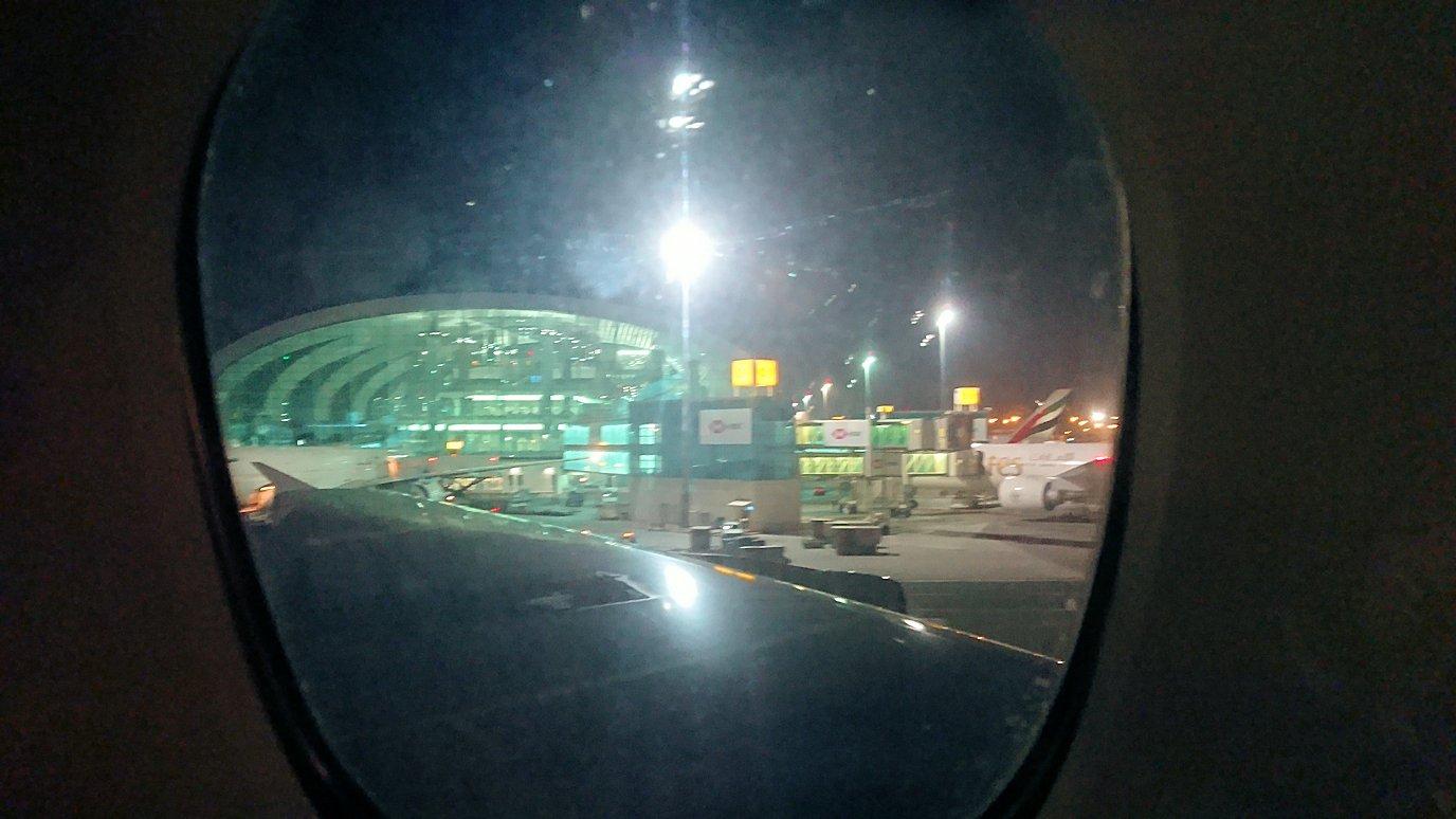 モロッコのカサブランカ空港でA380-800のビジネスクラスに搭乗しドバイへ向かうビジネスクラスの機内を楽しむ9
