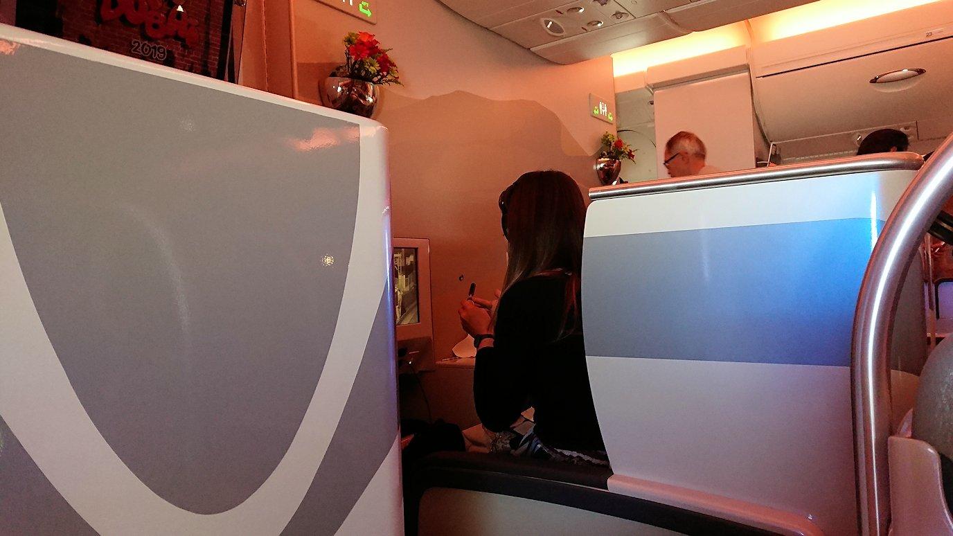 ドバイ国際空港から関西国際空港に向けて飛んでいる飛行機で2回目の機内食4