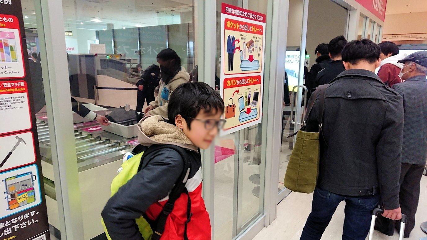 伊丹空港から函館空港に向かう途中の国内線ターミナルにて