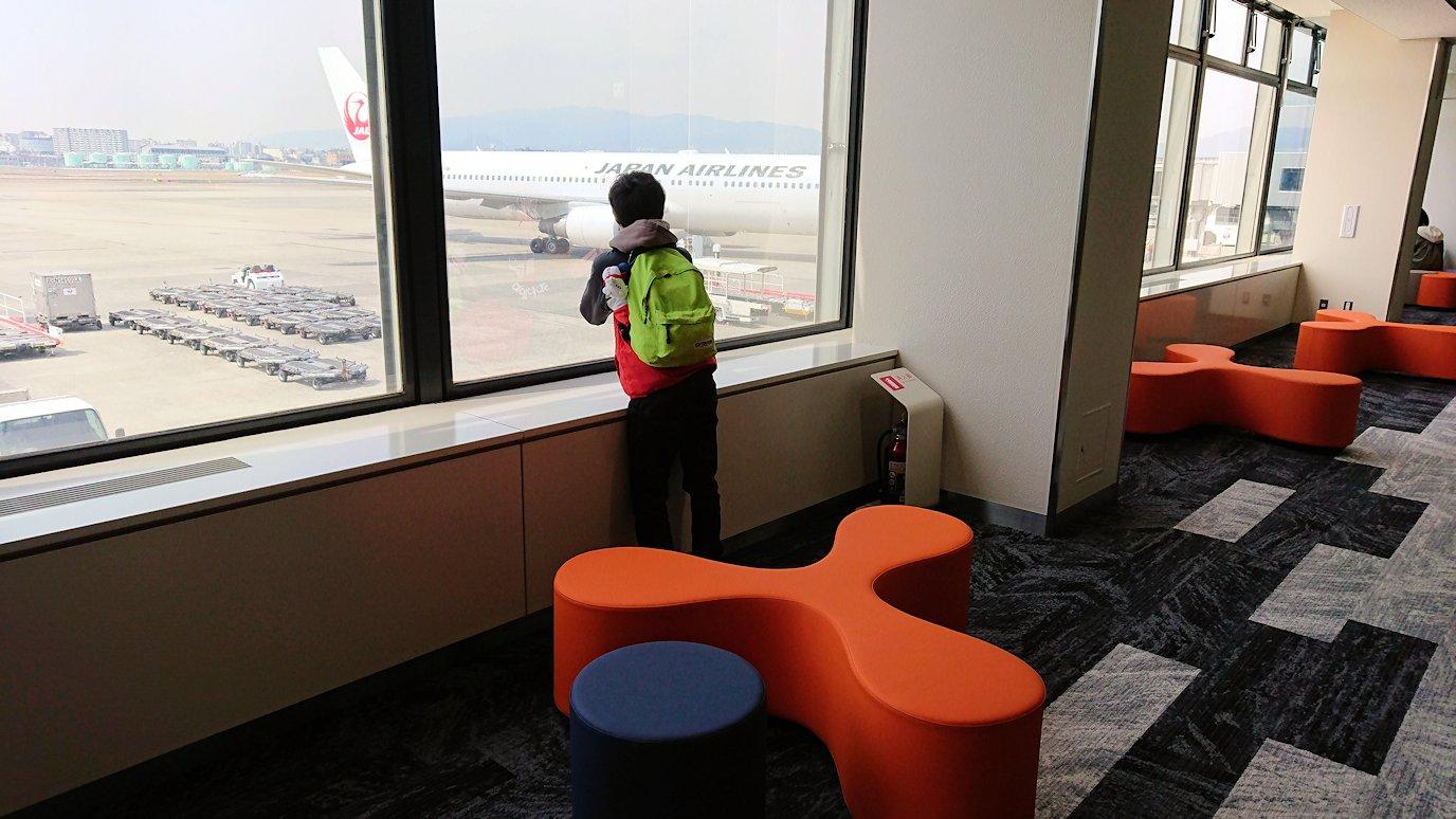 伊丹空港から函館空港に向かう途中の国内線ターミナルにて3