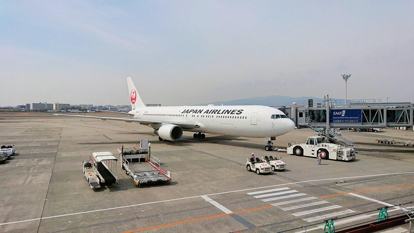 伊丹空港から函館空港に向かう途中の国内線ターミナルにて4