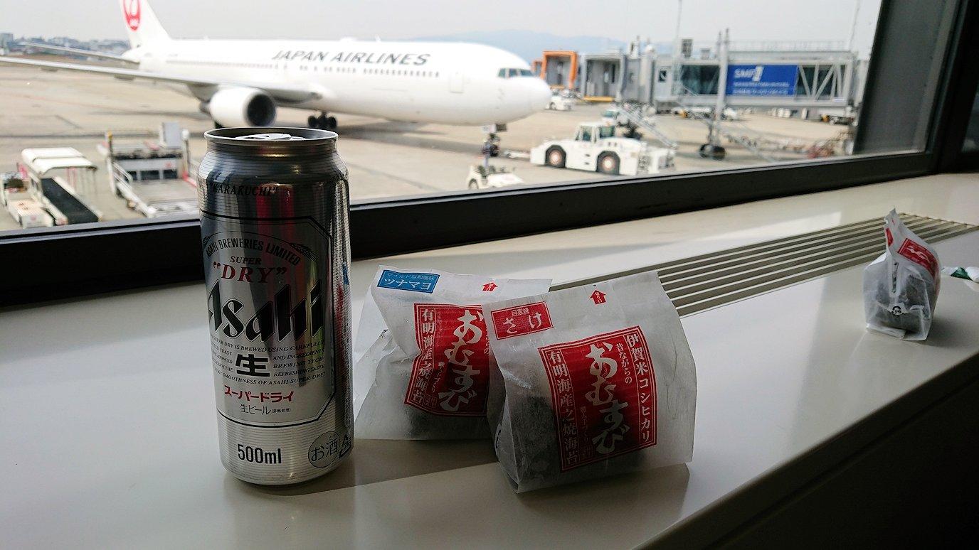 伊丹空港から函館空港に向かう途中の国内線ターミナルにて9