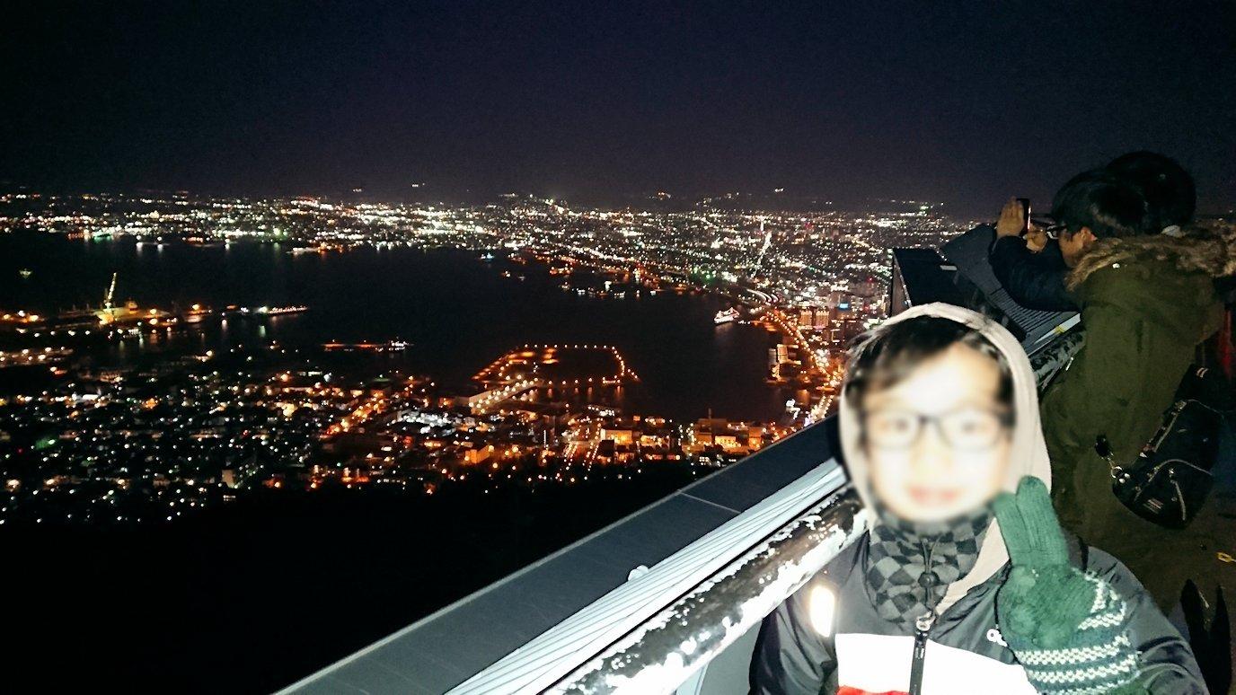 函館市内の函館山の頂上で陽が沈む7