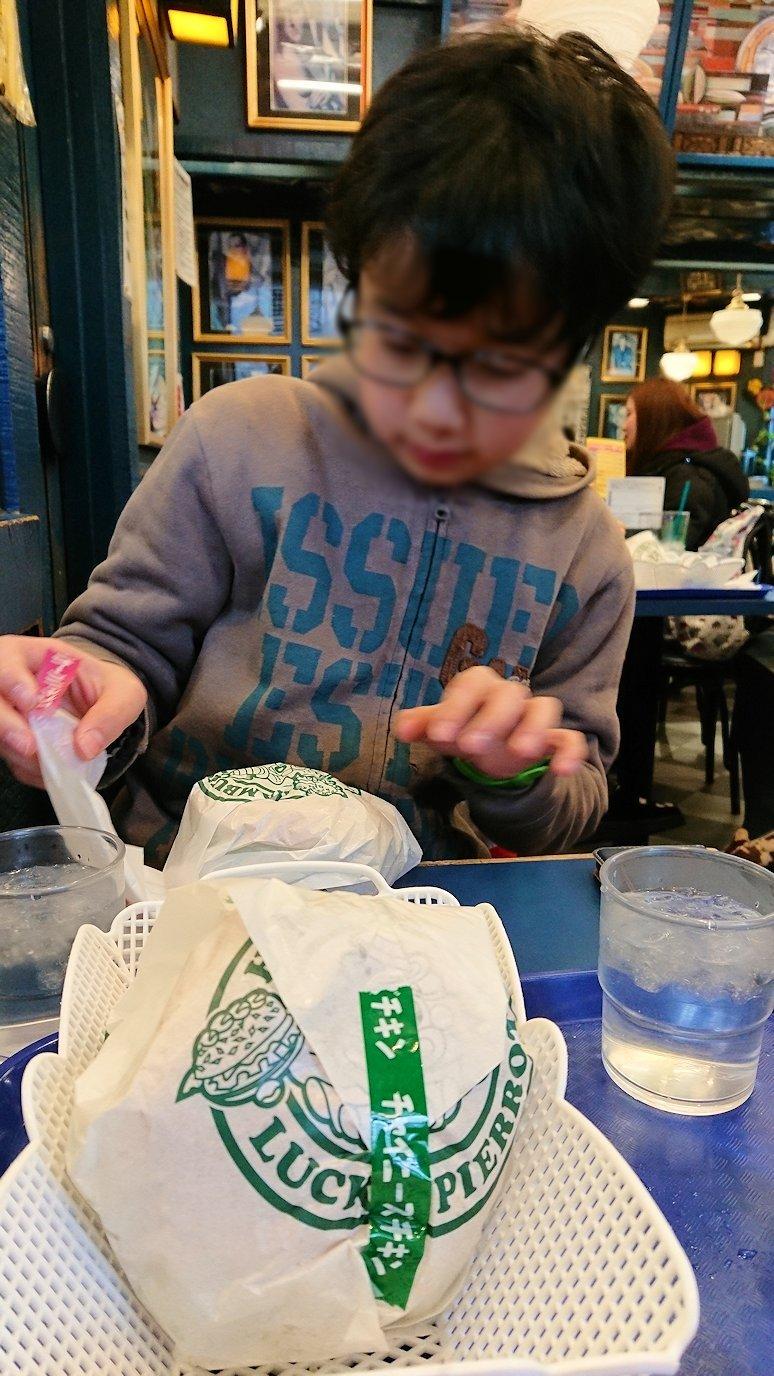 函館2日目の朝は朝食をラッキーピエロにて1