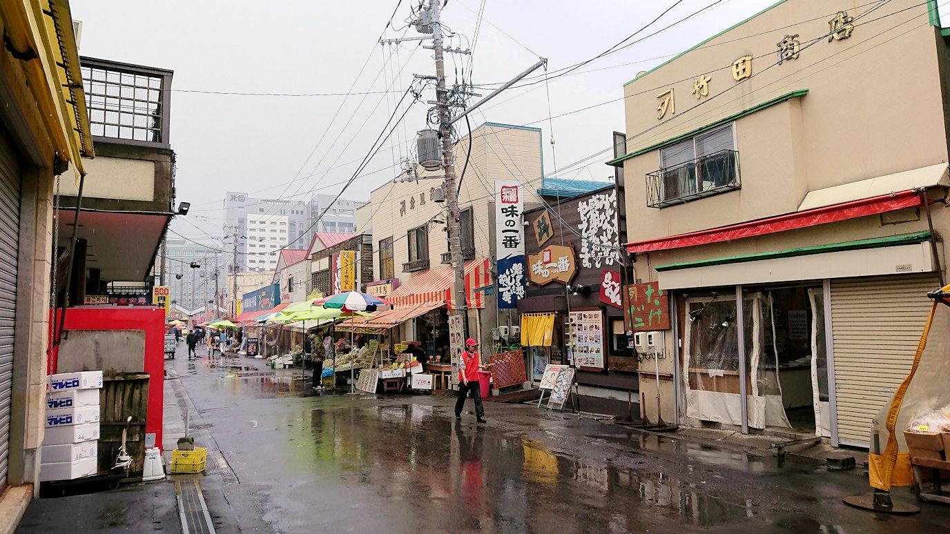 函館2日目の朝は朝食をラッキーピエロで食べて朝市会場に向かう2