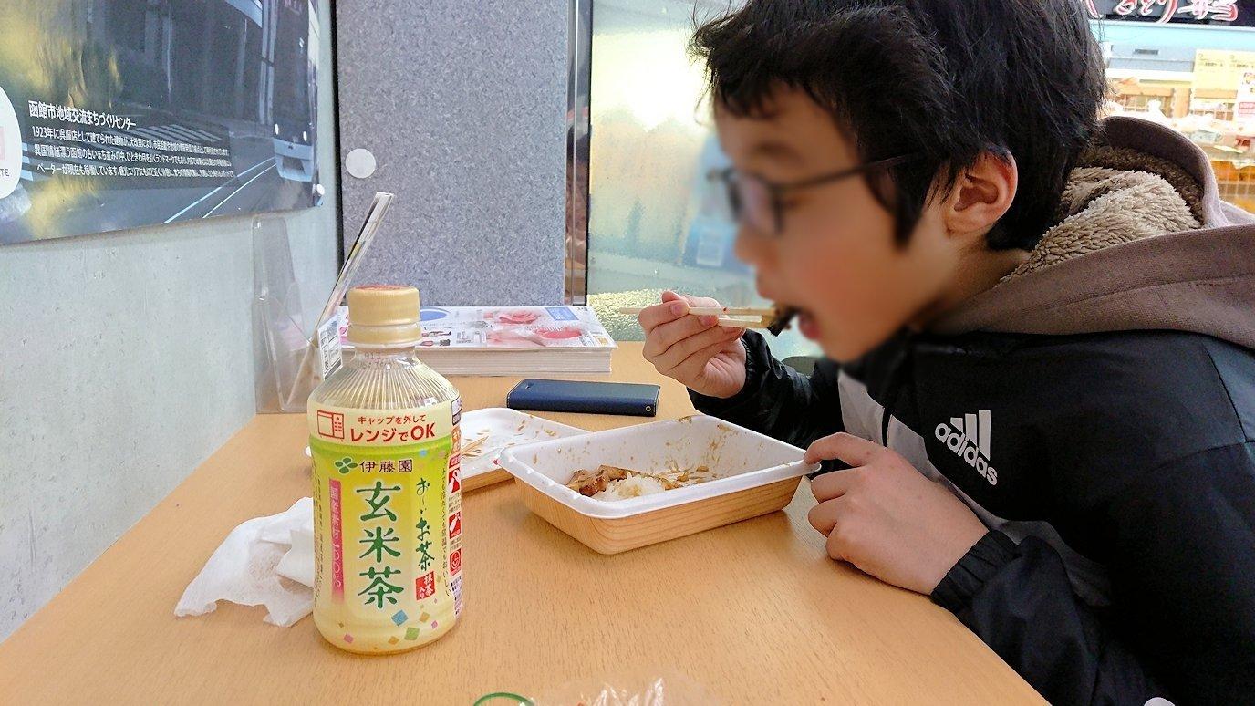 函館市内で石川啄木公園からハセガワストアでやきとり弁当を食べる6