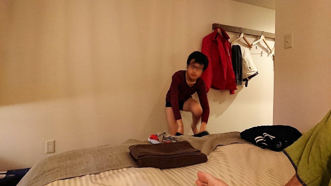 函館市内で函館市内のハセガワストアでやきとり弁当を食べてホテルに戻る3