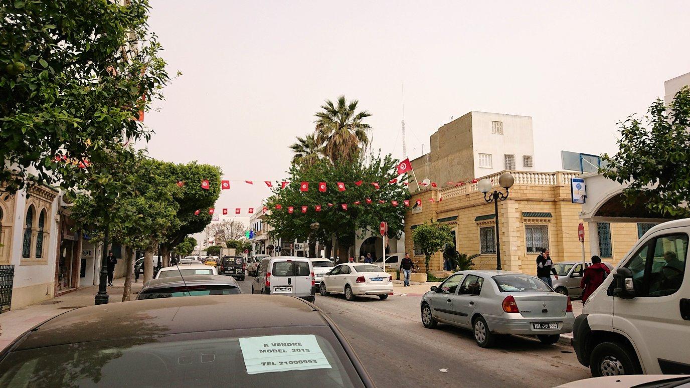 チュニジア:ナブールの街で旧市街地へ向かう