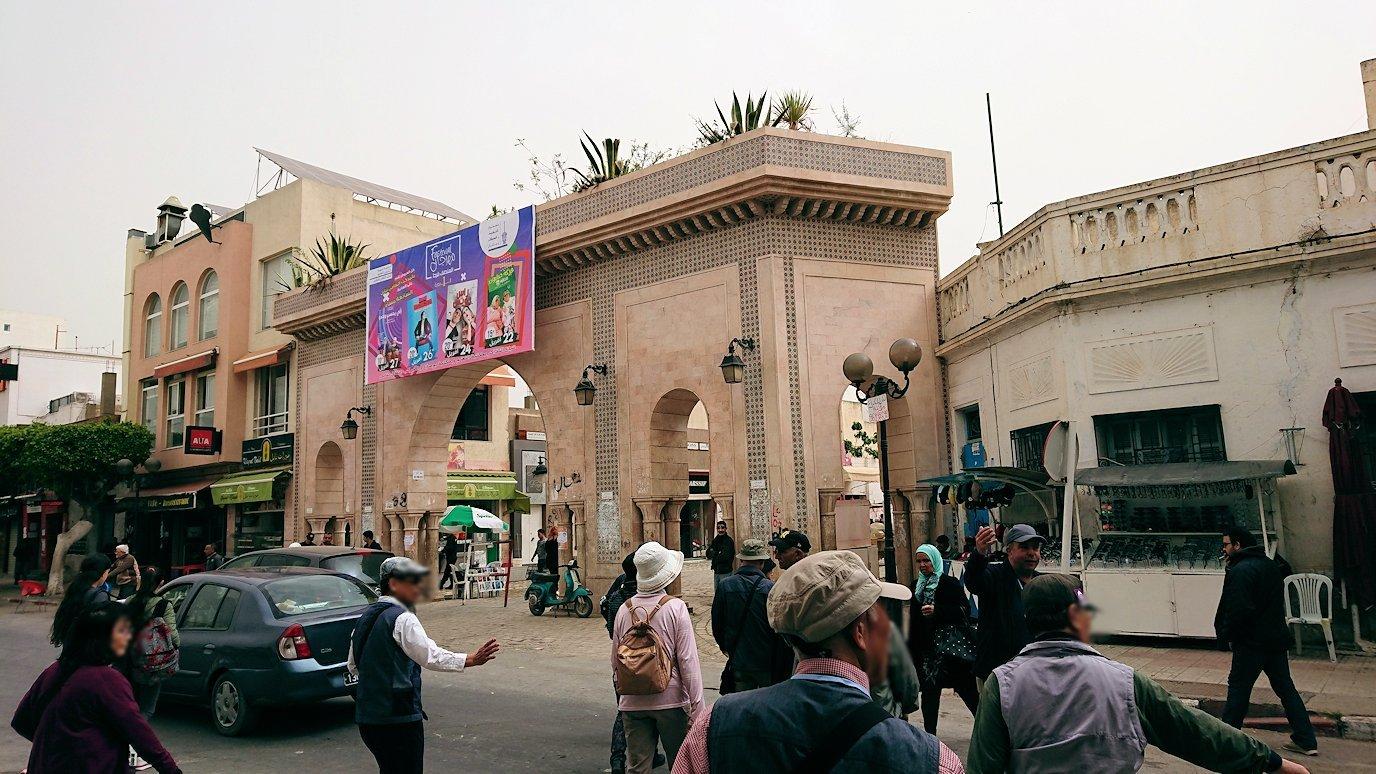 チュニジア:ナブールの街で旧市街地へ向かって歩く1