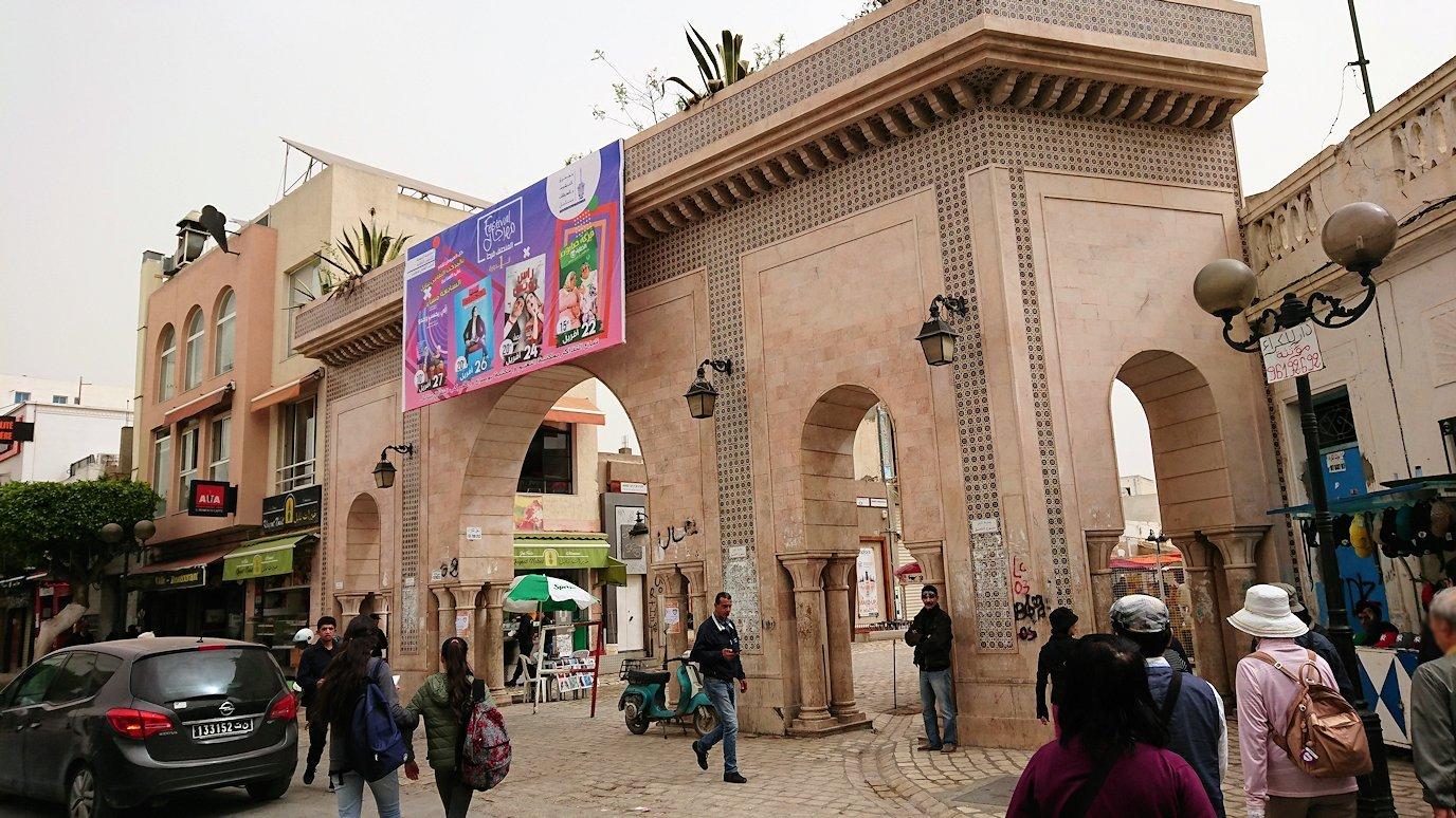 チュニジア:ナブールの街で旧市街地へ向かって歩く2