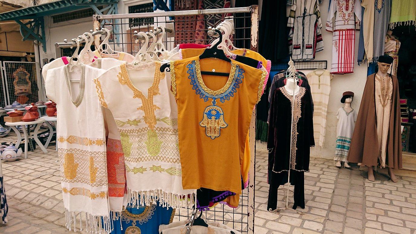 チュニジア:ナブールの街で旧市街地へ向かって歩く8
