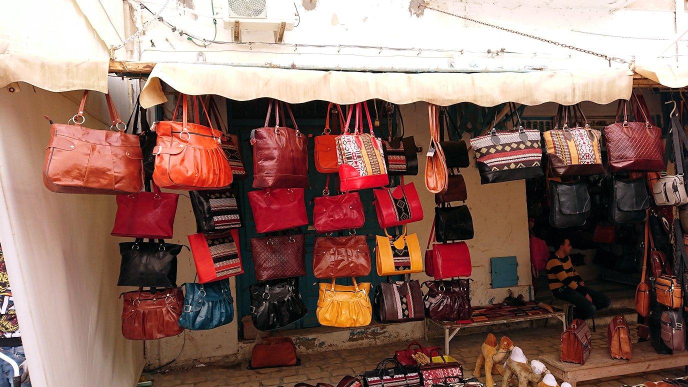 チュニジア:ナブールの街で旧市街地を歩く4