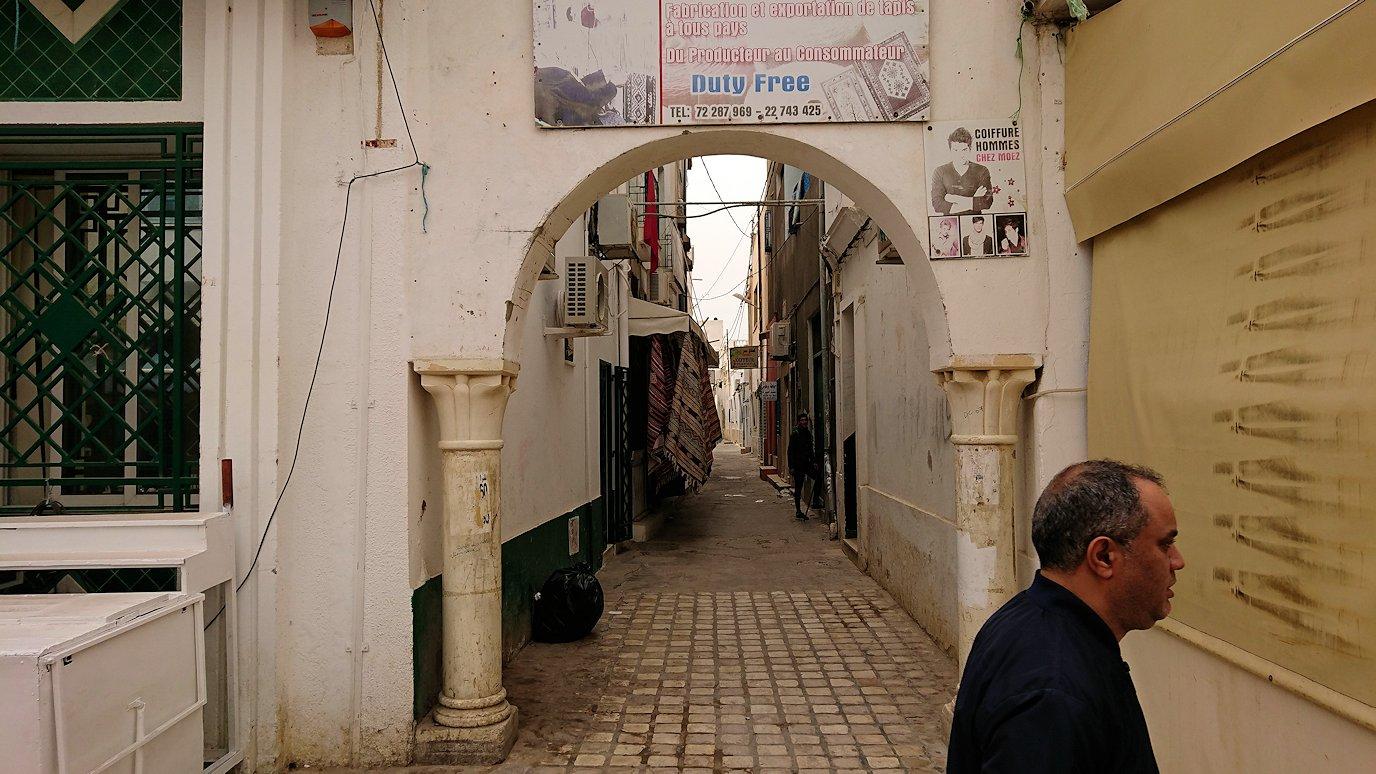 チュニジア:ナブールの街で旧市街地を歩く6