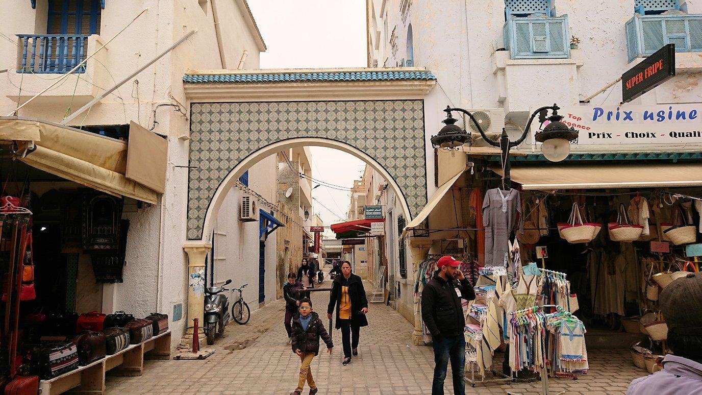 チュニジア:ナブールの街で旧市街地を歩く7