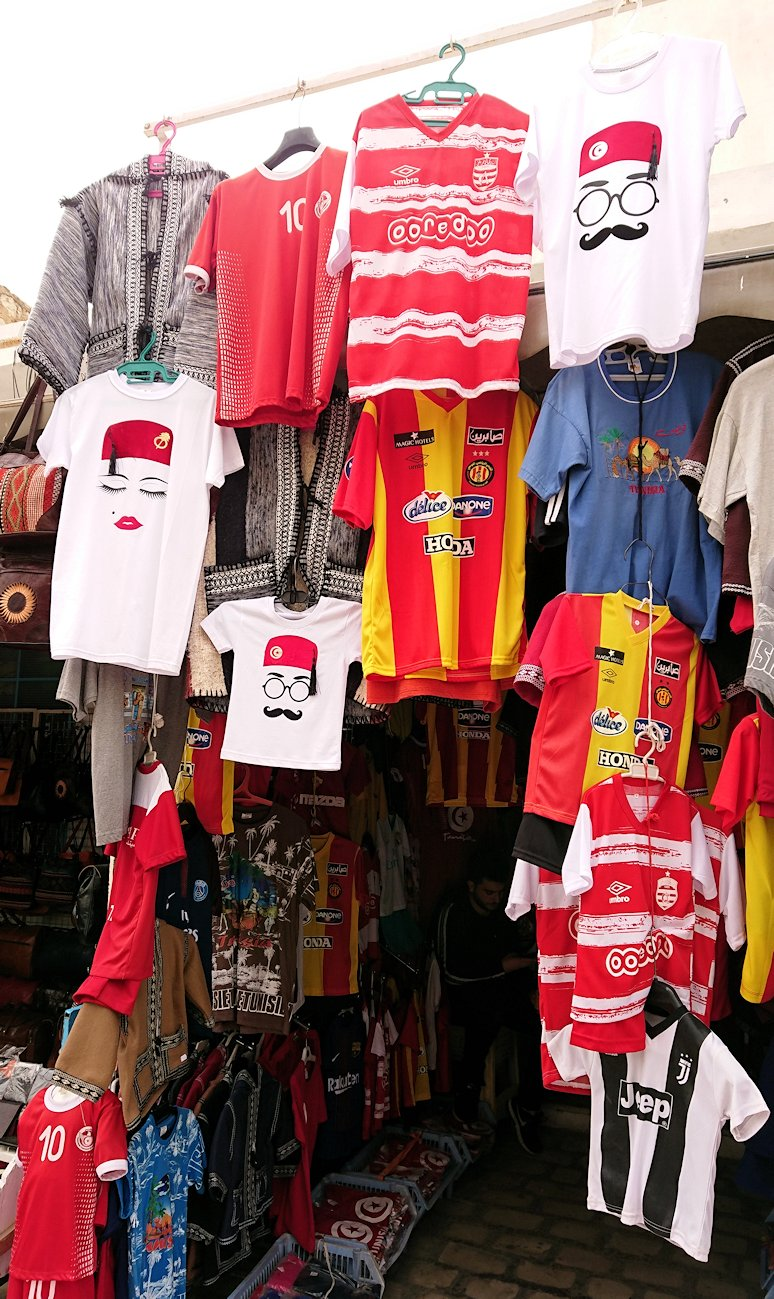 チュニジア:ナブールの街で旧市街地を歩く9