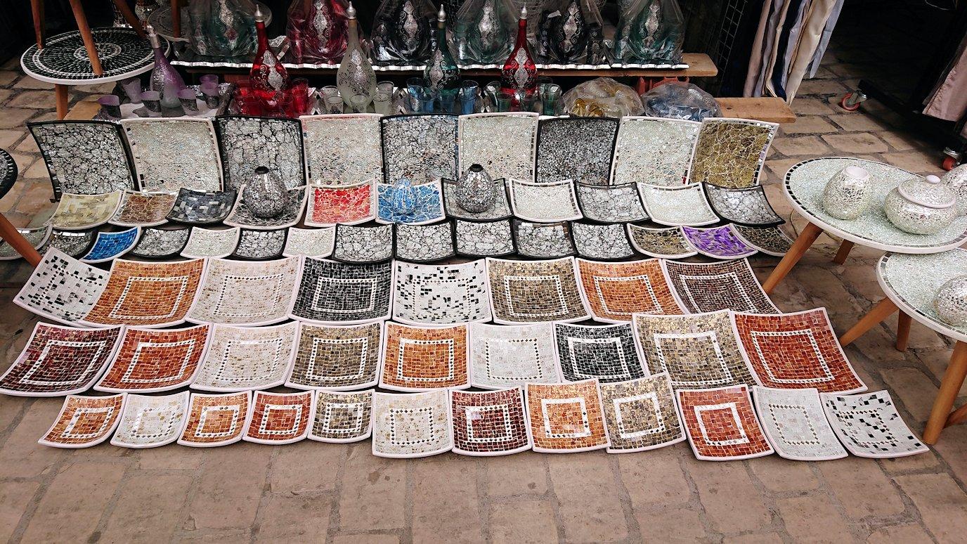 チュニジア:ナブールの街で旧市街地を奥まで進む