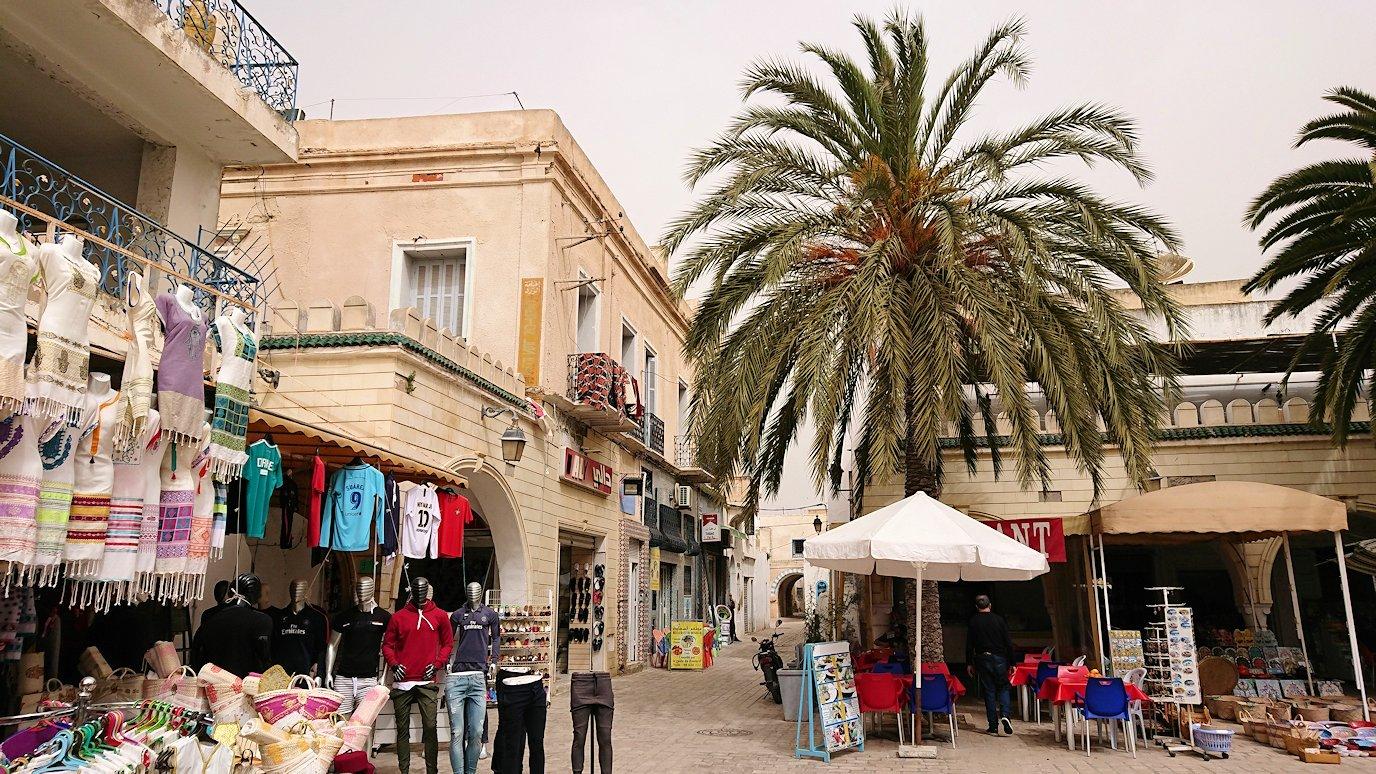 チュニジア:ナブールの街で旧市街地を奥まで進む1
