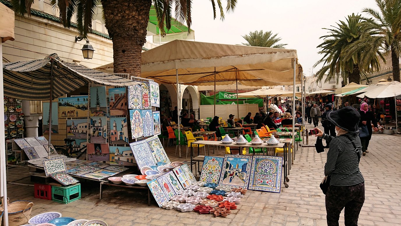 チュニジア:ナブールの街で旧市街地を奥まで進む2