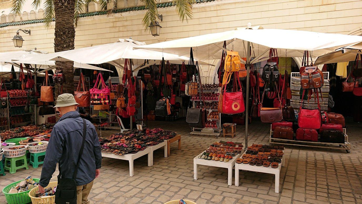 チュニジア:ナブールの街で旧市街地を奥まで進む4