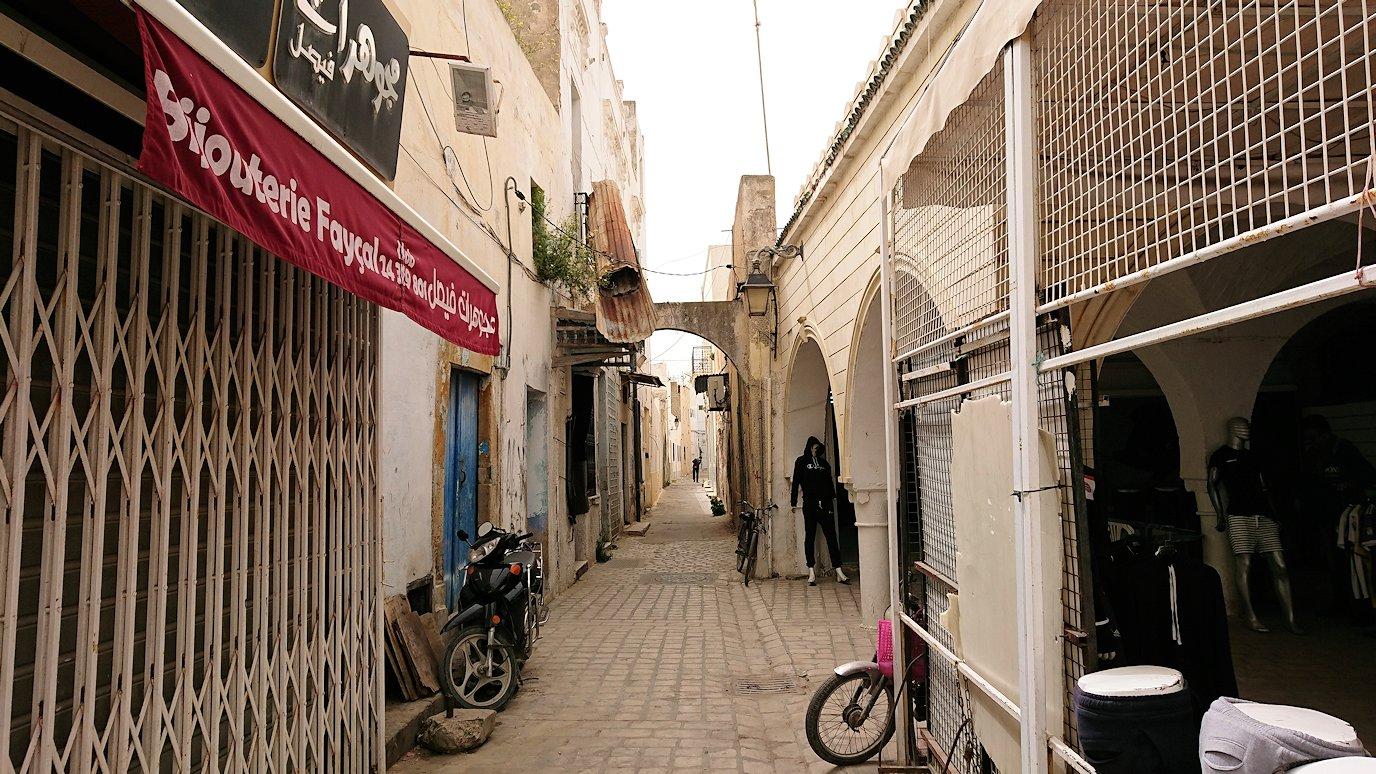 チュニジア:ナブールの街で旧市街地を奥まで進む6