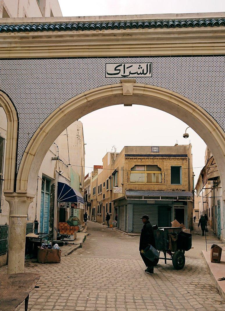 チュニジア:ナブールの街で旧市街地を奥まで進む10